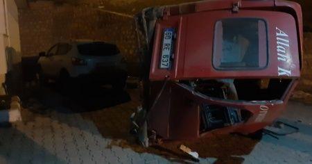 Tokat'ta minibüs şarampole devrildi: 2 yaralı