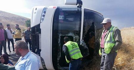 Tur otobüsü devrildi: 1 ölü, 4'ü ağır 29 yaralı