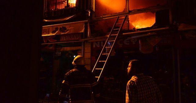 Adana'da iki iş yerinde çıkan yangın paniğe sebep oldu