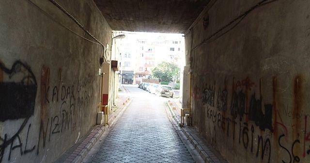 Apartmanın altından yol geçiyor