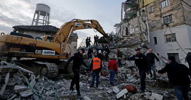 Arnavutluk'ta peş peşe depremler, ölü ve yaralılar var