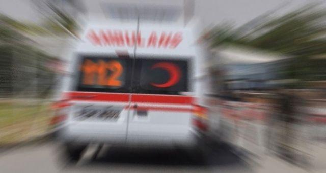 Bıçaklanan iki kişi hastaneye giderken kaza geçirdi