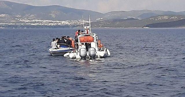 Bodrum açıklarında düzensiz göçmenleri taşıyan bot battı