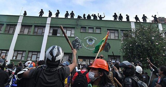Bolivya'da bazı polisler protestoculara katıldı
