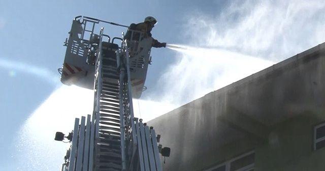 Esenyurt'ta korkutan çatı yangını!