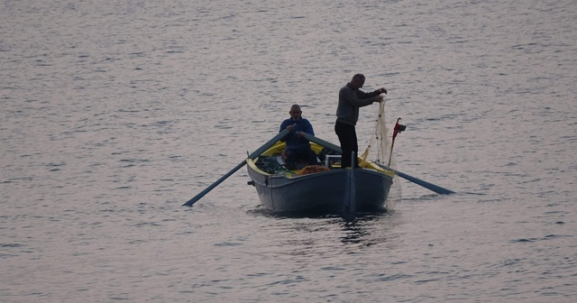 Hamsinin bol ve ucuz olması kıyı balıkçılarını olumsuz etkiliyor