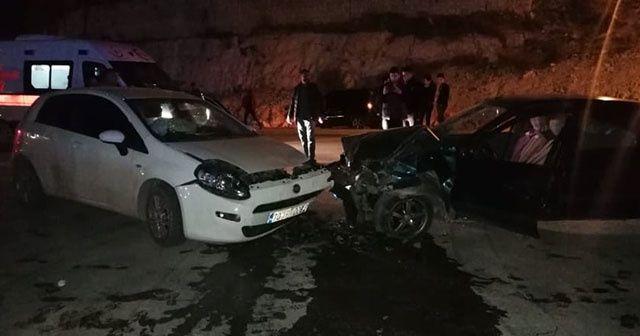 Karaman'da iki otomobil çarpıştı