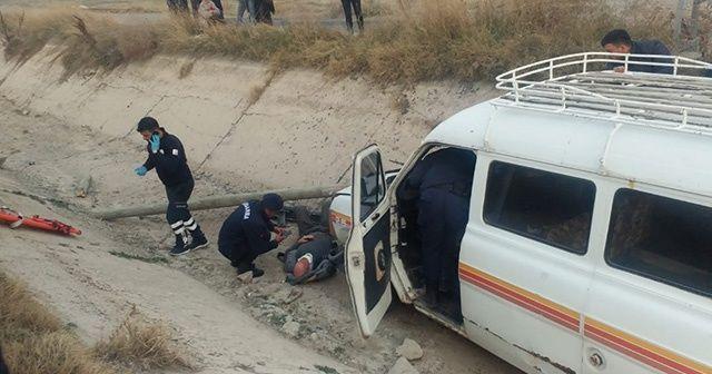 Kayseri'de minibüs kanala düştü: 3 yaralı