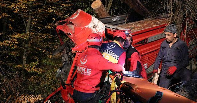 Kontrolden çıkan kamyon ormana uçtu