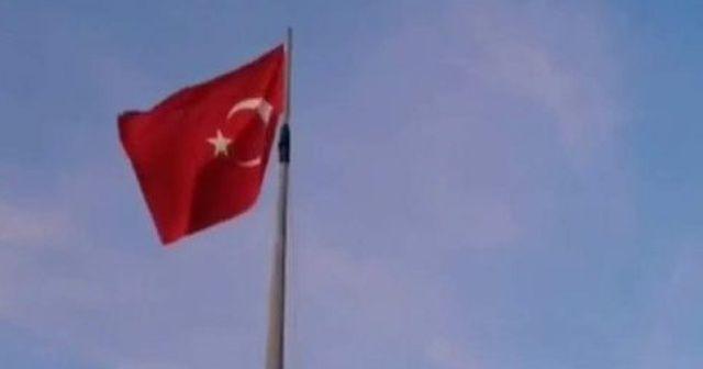 Türk bayrağını köyün en tepesinde dalgalandırdılar