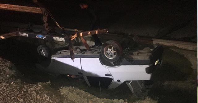 Polis ve vatandaşlar takla atan araçta kimseyi bulamayınca uzun süre yaralı aradı