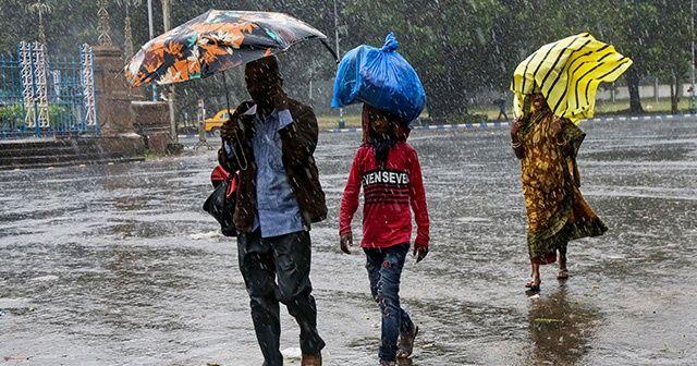 Saatte 74 kilometre hızla yaklaşıyor! Bangladeş'te Bulbul Kasırgası alarmı