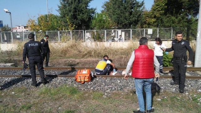 Trenin çarptığı yaşlı adam ağır yaralandı