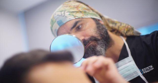 Saç Sağlığı ve Tedavileri Uzmanı Aziz Aksöz tıp dünyasının dikkatini çekti