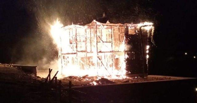 Yayla evleri ateşe veriliyor