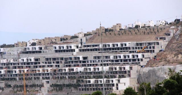Yıkılan milyon dolarlık evlerin yerine fidan dikildi