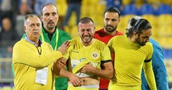 Annesini kaybettikten sonra maça çıktı! Gözyaşlarını tutamadı