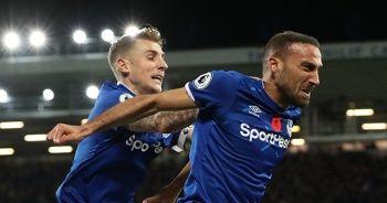 Cenk Tosun 90+8'de Everton'ı ipten aldı