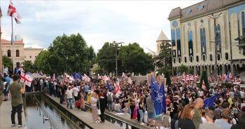 Gürcistan'da göstericiler, erken seçim taleplerinde ısrarcı