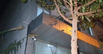 Huzurevinden kaçmak için balkondan atlayan yaşlı kadın tellere saplandı