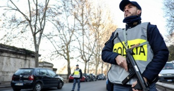 İtalya'da Nazi partisi kurmak isteyen aşırı sağcı oluşuma operasyon