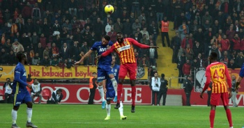 Kayserispor'a yenilen Fenerbahçe liderlik fırsatını tepti