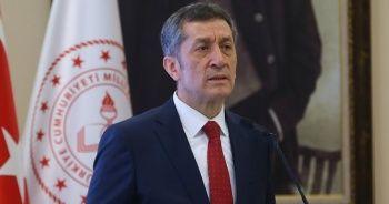 Milli Eğitim Bakanı, yuhalanan otizmli çocuklara sahip çıktı