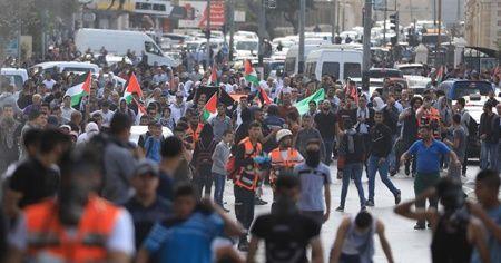 Batı Şeria'daki gösterilerde biri gazeteci 2 kişiyi yaralandı