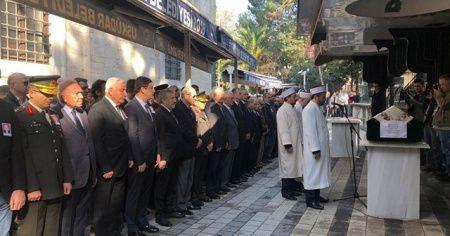 Eski Genelkurmay Başkanı Yaşar Büyükanıt'ın eşi toprağa verildi