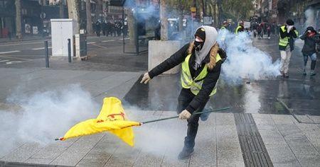 Fransa'da sarı yeleklilerin dünkü gösterilerinde 254 kişi gözaltına alındı