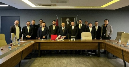 Genç Beşiktaşlılar Grubu'ndan Ahmet Nur Çebi'ye hayırlı olsun ziyareti