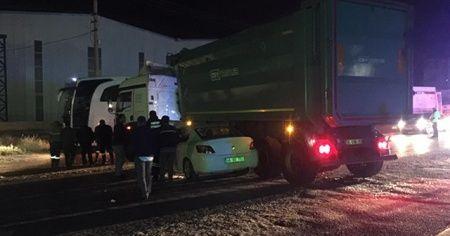 Hatay'da tır ile otomobil çarpıştı: 5 yaralı