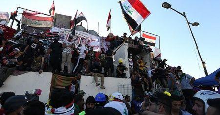 Irak'ta meydanları terk etmeyen göstericiler 'sivil devlet' talebinde ısrarlı
