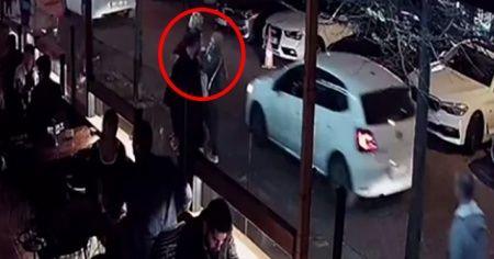 Kaldırımda yürüyen genç kadına başka bir kadın yumrukla saldırdı