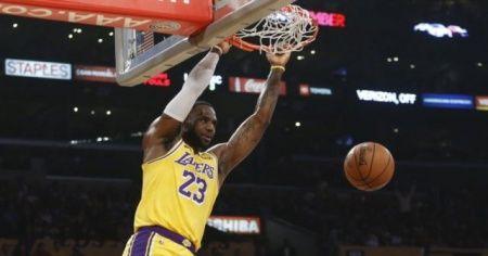 LeBron James triple double rekoru kırdı, Lakers evinde Oklahoma'yı yendi
