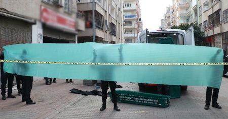 Mersin'de çöp konteynerinde bebek cesedi bulundu