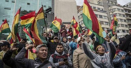 Morales'in istifasının ardından Bolivya'da sokaklar karıştı