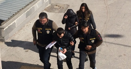 Motosiklet hırsızları saklandıkları evde yakalandı