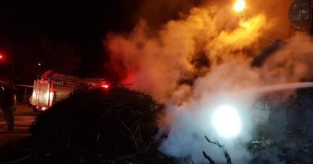 Odunlukta çıkan yangın korkuttu