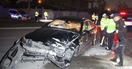 Polis aracına otomobil çarptı