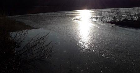 Sıcaklık gece eksi 15'e düştü! Kars Çayı bir günde buz tuttu