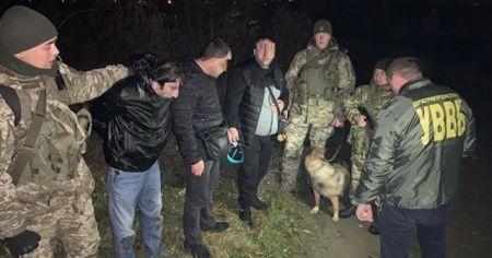 Ukrayna sınırlarında 2'si Türk 5 kişi yakalandı