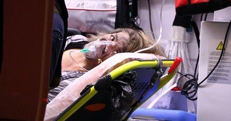 Yangında mahsur kalan kadın balkondan atladı