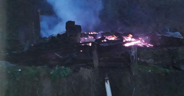 Alevler 5 kişilik aileyi evsiz bıraktı