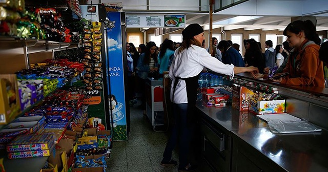 Kantinlerde sağlıklı gıdaların çocukları cezbedecek şekilde sunulması önerisi