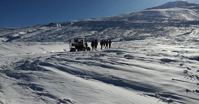 Kayıp dağcılara ait kafa ışığı bulundu