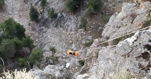 Kayıp gencin 200 metrelik uçurumda bulunan cesedi çıkarıldı