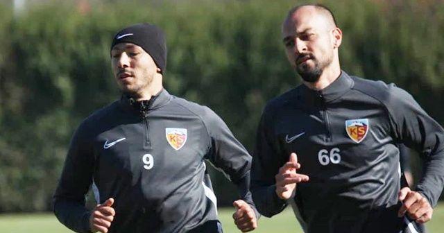 Kayserispor'da iki futbolcu ile yollar ayrıldı