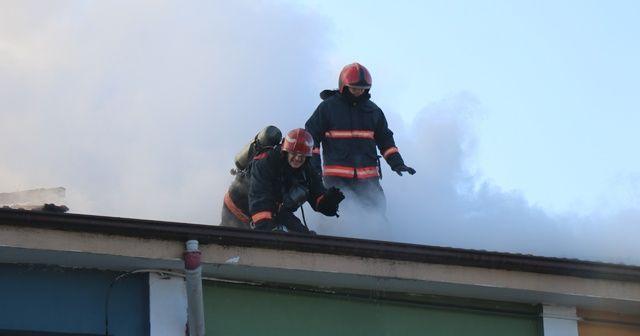Okul çatısı alev alev yandı! Öğrenciler panik yaşadı
