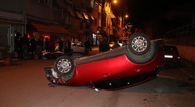 Otomobil park halindeki araçlara çarpıp ters döndü: 2 yaralı